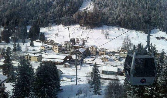 Résidence & Spa Vallorcine Mont-Blanc : Hotellet set fra vallorcineliften