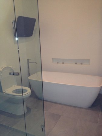 The Stirling Hotel: Great bathroom