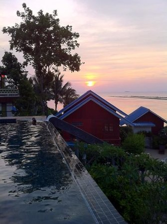 Tharathip Resort: sunset