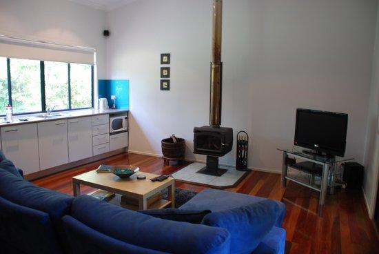 CrookNeck Retreat: Lounge/kitchen
