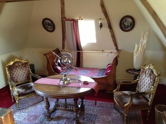 Manoir de la Hazaie : le petit salon dans la chambre
