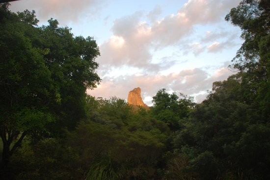 CrookNeck Retreat : View of Mt Coonowrin from the deck