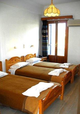 Hotel Helliniko: Triple Room