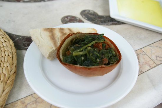 La Locanda del Capitano: baked onion skin with delicious cooked spinach