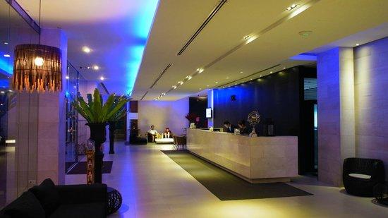 Hotel Vista Pattaya: Reception Area