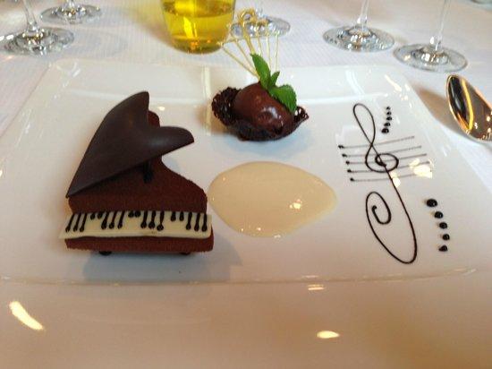 Restaurant La Pyramide : The signature dessert: the piano of chocolate