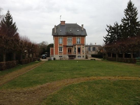 La Grande Maison : The B&B seen from the back yard