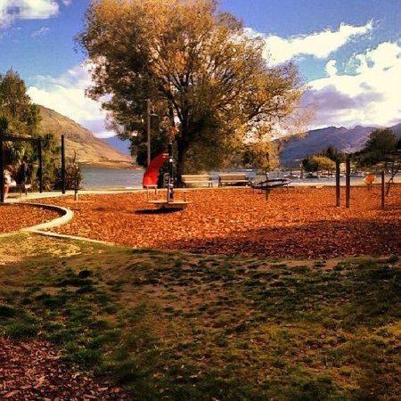 Ridgeline Adventures: Autumn Foliage in Wanaka