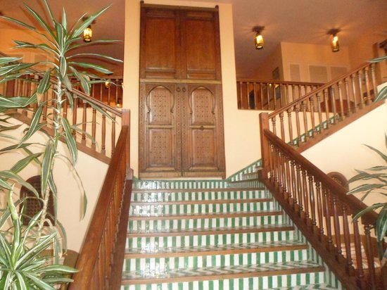 Villa Mandarine: stairs to second floor