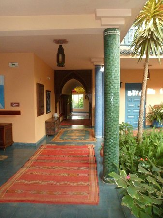 Villa Mandarine: hall to rooms