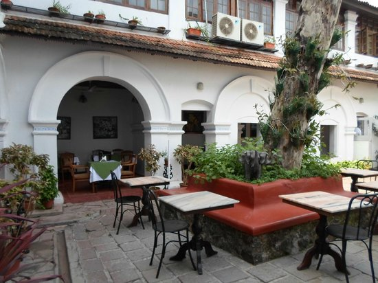 The Old Courtyard: Dining area