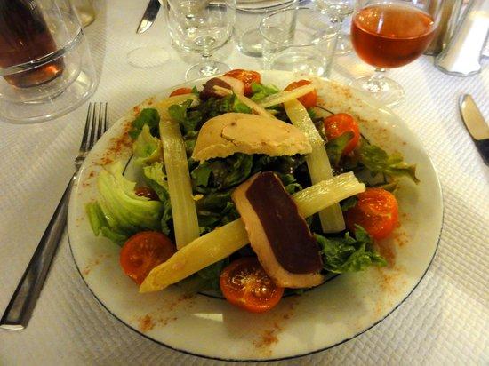 Le Pasaka: Salade gourmande (foie gras, magret, asperges)