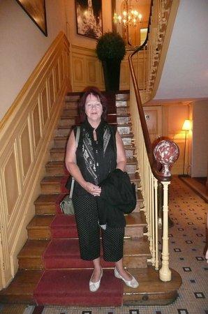 Best Western Hotel De France : Escalier menant aux chambres