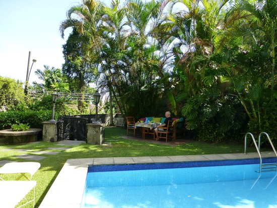Casa Beleza: Breakfast in the shade