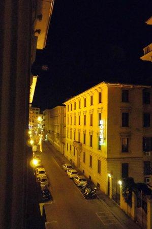 Hotel Desiree: 夜の風景