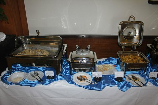 Bellarocca Island Resort and Spa: Lunch buffet.  No thanks