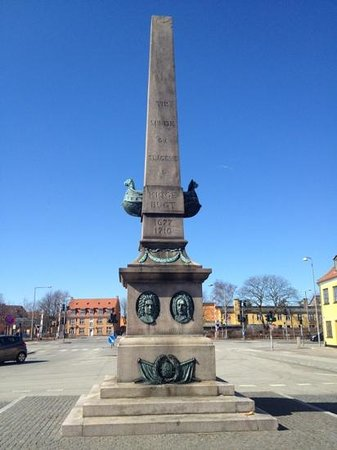 Monument For Niels Juel Og Ivar Hvitfeldt I Koge