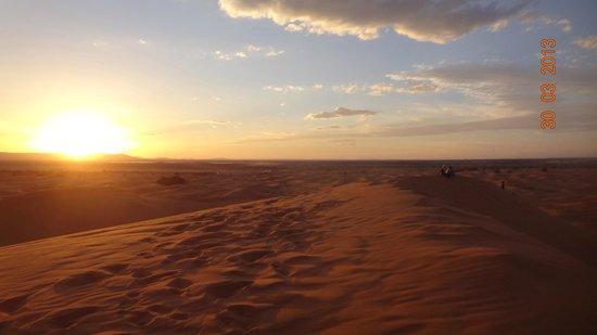 Riad Nezha: Dune au coucher