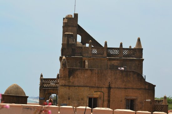 Tranquebar, อินเดีย: Side view of the Top portion of the fort and the look-out tower