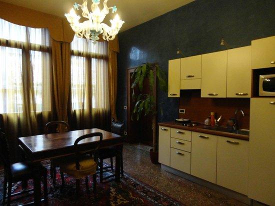 Residence Palazzo Odoni: Salón/comedor con kitchenette Tiepolo
