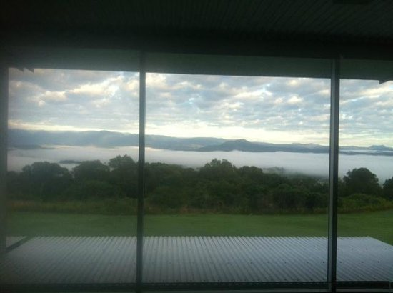 The Bunyip Scenic Rim Resort: woke up to this.. clouds over the mountains below :)