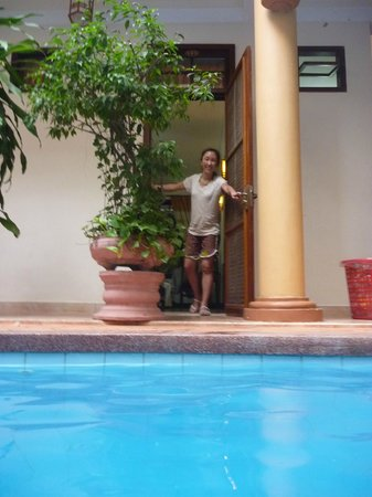 Thanh Van Hotel: View of room from pool
