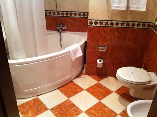 BEST WESTERN City Hotel: bathroom