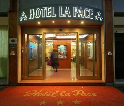 Hotel La Pace : Entrance to the hotel (A bit hard to find)