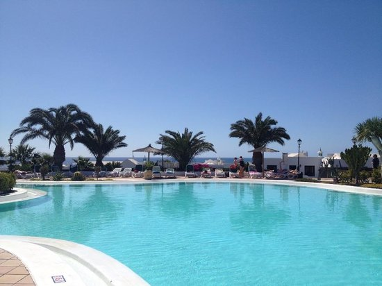 Costa Sal Villas and Suites: The main pool