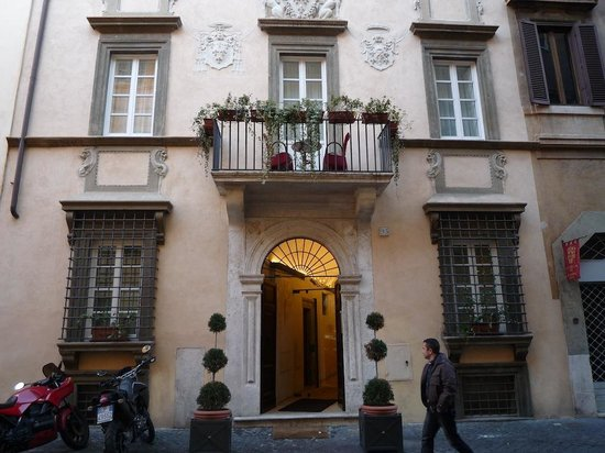 Relais Giulia: Outside the hotel