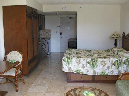 Luana Waikiki Hotel & Suites: Værelset set fra altanen