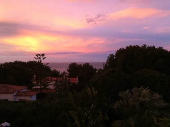Les Rotes Hotel: Sunset from the room's balcony