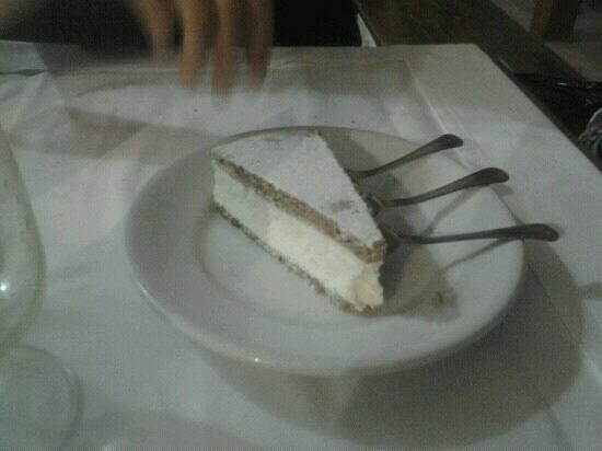Ai due Leoni : La torta ricotta e pere, davvero ottima