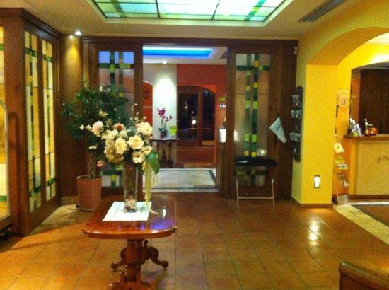 Les Rotes Hotel: Hotel's lobby