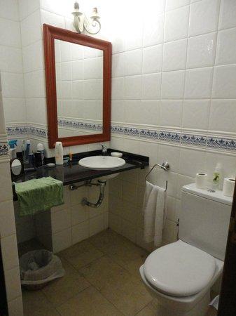 Las Piramides: Bathroom