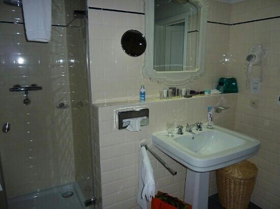 Hotel De Tuilerieen: salle d'eau chambre 432 exécutive