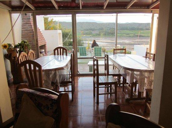 Hospedaje Don Arturo: Estar y vista desde ls terraza