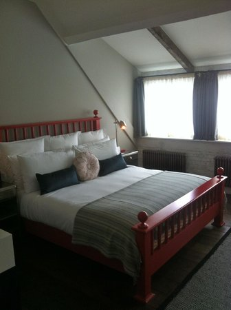 Soho House Berlin: fabulous big bed