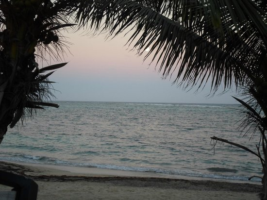 Divi Carina Bay All Inclusive Beach Resort: The early part of a spectacular full moon