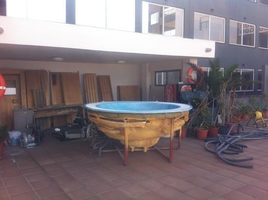 El Puerto Hotel Apartments : pool side 'jacuzzi'