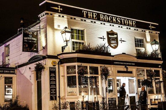 The Rockstone: Pub in Winter