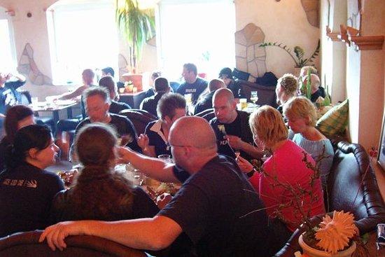 Addi's Essen und Trinken: Gemütlich sitzen und feiern....