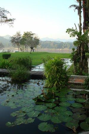 The Grand Luang Prabang Hotel & Resort: Garten mit Teichen
