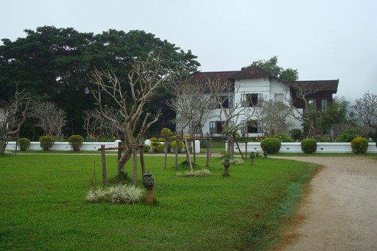 The Grand Luang Prabang Hotel & Resort: Gartengelände
