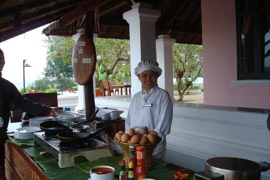 The Grand Luang Prabang Hotel & Resort: Buffet im Freien