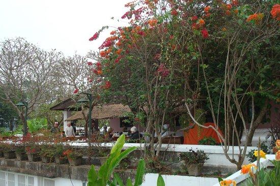 The Grand Luang Prabang Hotel & Resort: im Garten