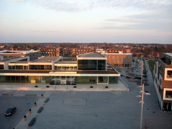 Apart Hotel Corbie Lommel : Plaza and car park