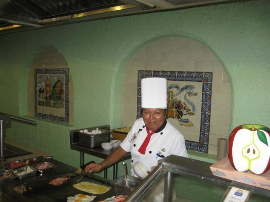Hotel Cozumel and Resort: Berta the Omelette lady- yum