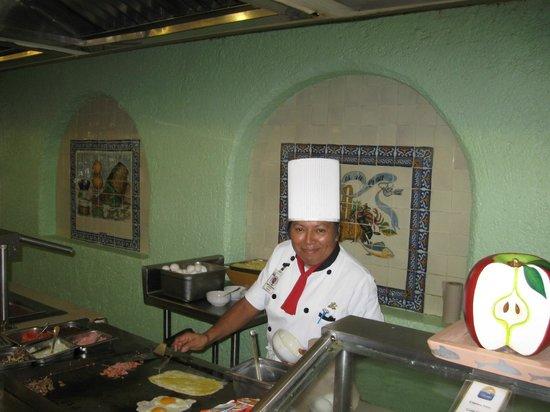 Hotel Cozumel and Resort: Berta the Omelette lady- yum