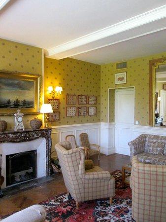 Chateau La Cheneviere: Hotel interior